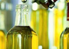 Cooperativas dona aceite de oliva a los más necesitados